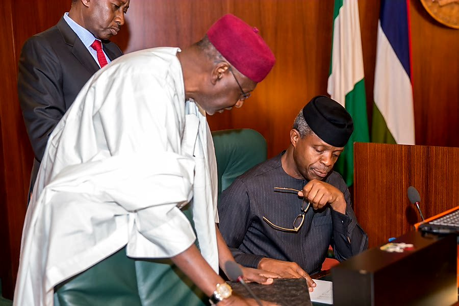 Photo of Hate Speech: Don't Play Politics With National Security, Osinbajo Tells Govs