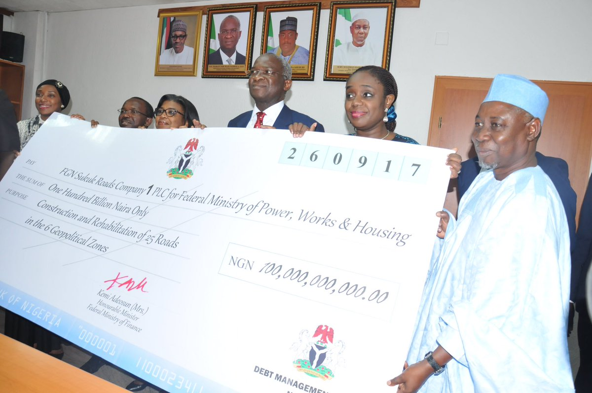 FG Hands Over N100bn Sukuk Bond Proceeds For 25 Key Road Projects