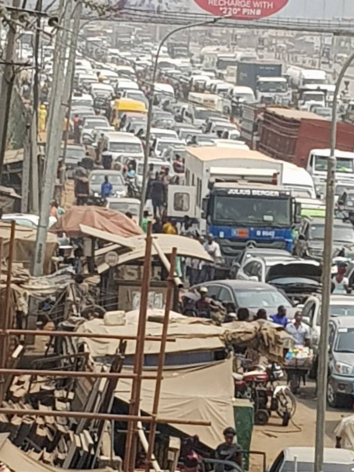Travellers Trapped In Anambra Traffic Gridlock, As Neighbouring Delta State Shuts Niger Bridge For LGA Poll