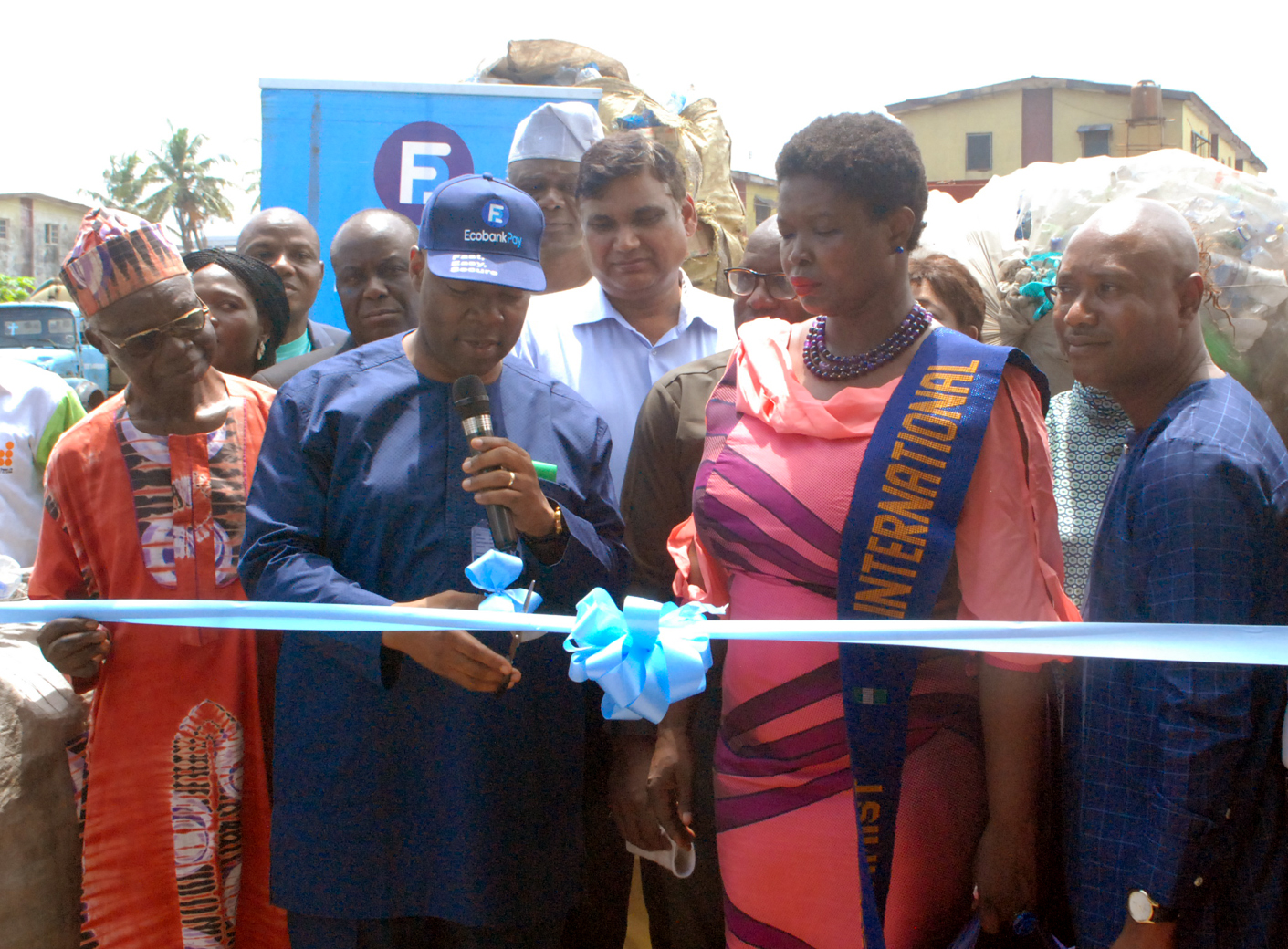 Photo of Ecobank Woos Lagos Residents In 'Plastic for Cash' Campaign