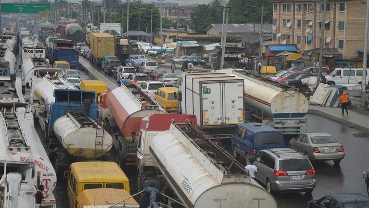 Photo of Breaking: FG Gives Trucks, Tankers 72 Hours To Vacate Apapa Port Access Roads