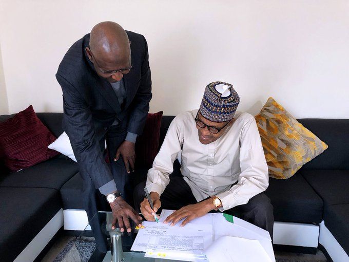 Photo of Buhari Signs Production Sharing Contract Act, Blames Politicians, IOCs For Delay