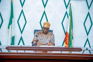 Oyo Gov Signs Àmọ̀tẹ́kùn Bill, Says To Complement FG's Efforts